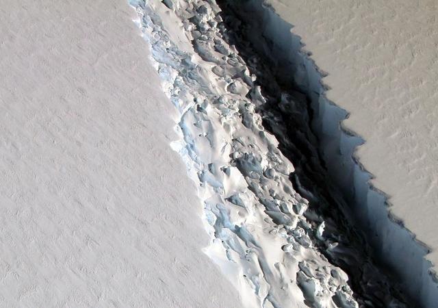 ذوبان الجليد في القطبين
