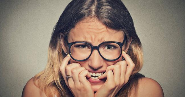 8 عادات يومية تؤدي بك إلى حافة القلق