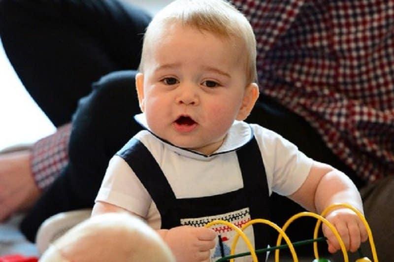 """e78000a3c عندما تحصل على لقب أمير ليسبق اسمك فبالطبع ستكون في صدارة قائمة أغنى الأطفال  في العالم ، لدينا هنا الأمير جورج """" أمير كامبريدج """" وهو ابن الأمير وليام  دوق ..."""